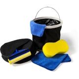 Zestaw do mycia samochodu, wiaderko, szmatka z mikrofibry, gąbka, myjka, ściągaczka do wody (V8789-03)
